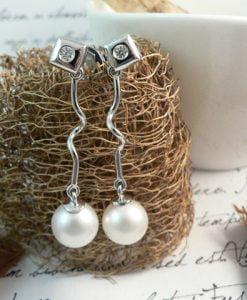 Pendientes largos perla y brillantes